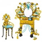 Макияжный столик для Клео де Нил