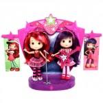 Шарлотта Земляничка - 2 куклы на сцене